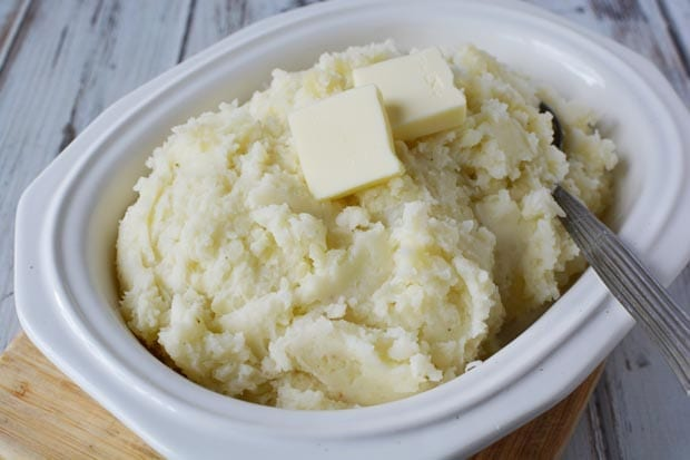 Thanksgiving is never complete without a traditional, easy, and creamy mashed potato recipe like this one. Mixed with half and half, these creamy potatoes will be your new favorite recipe you'll use at Thanksgiving and other family dinners. #thanksgiving #thanksgivingrecipes #mashedpotatoes #thanksgivingrecipe #traditionalthanksgiving